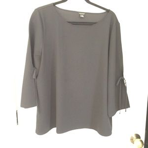 Ann Taylor 3/4 sleeve top with split tie at elbow.